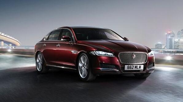 swm斯威汽车x7有比萨银,罗马红,米兰白,都灵灰,庞贝黑五种颜色可